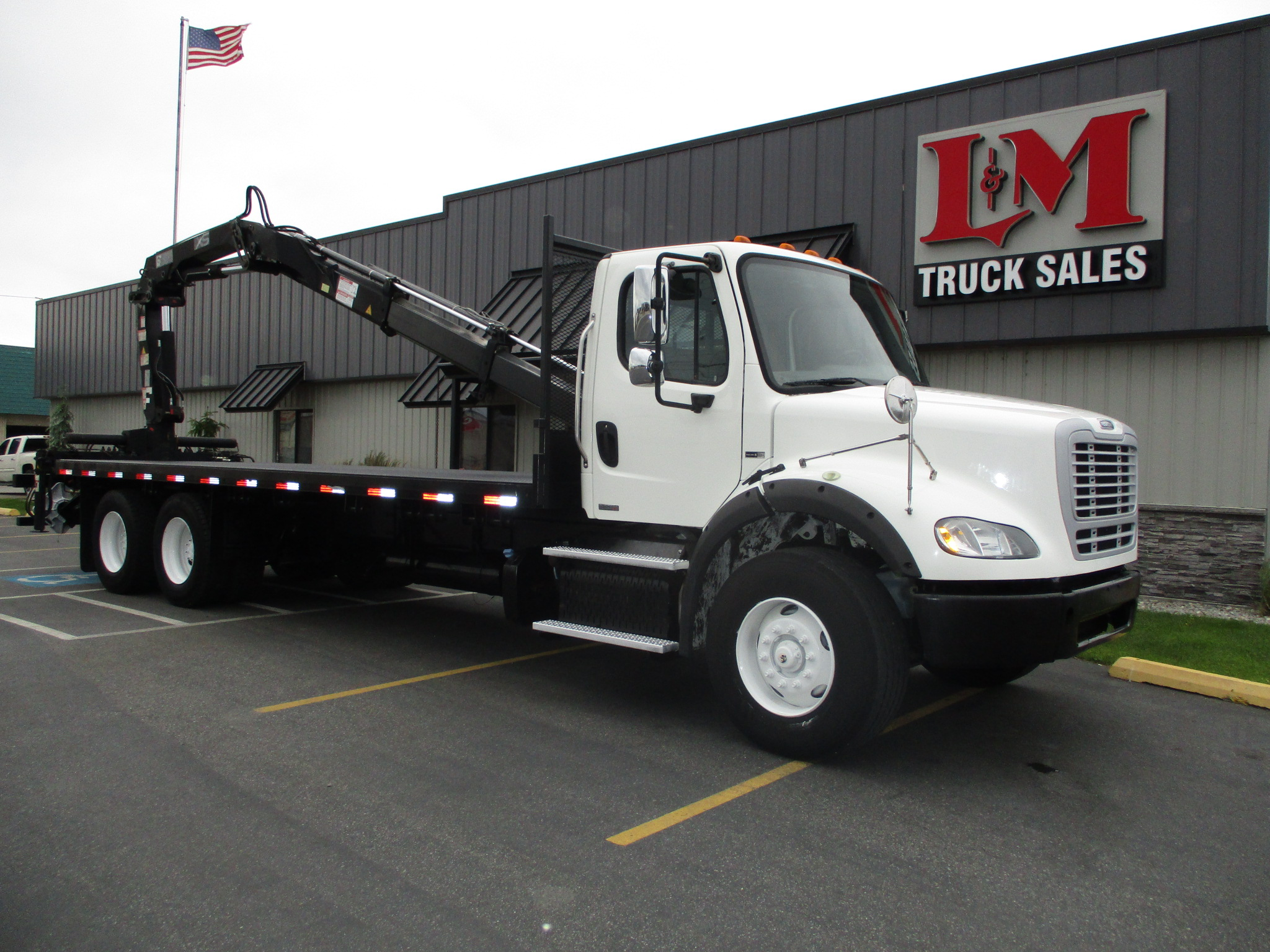 2011 FREIGHTLINER M2-106 5881-BOOM-ON-BED-762x456