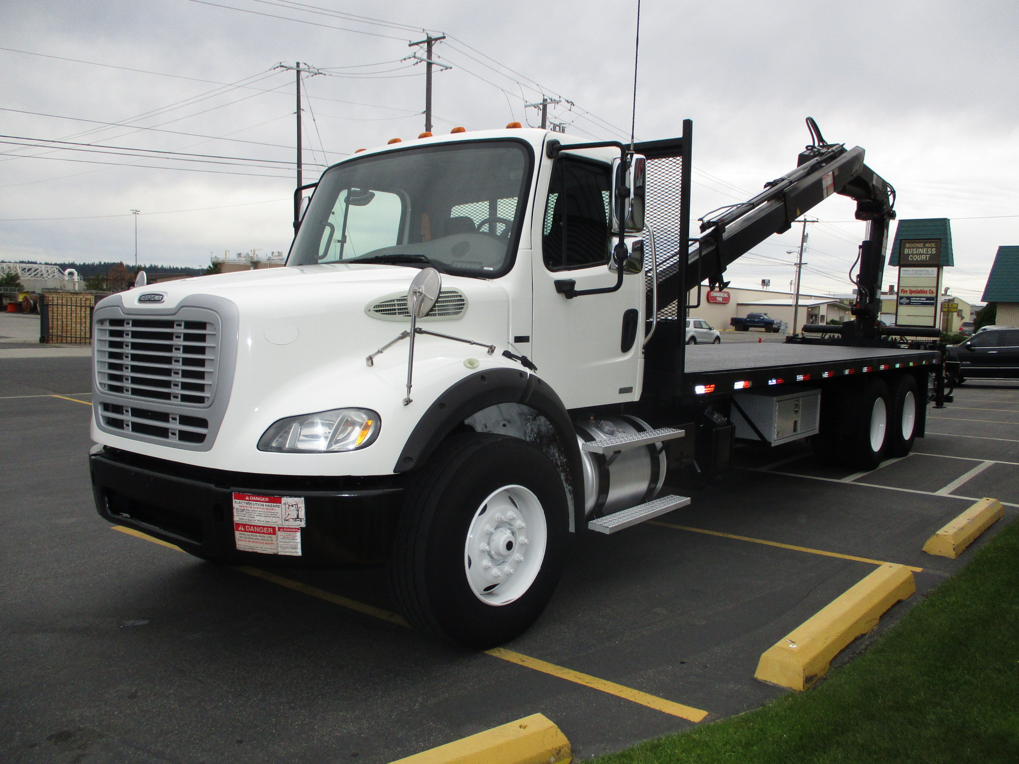 2011 FREIGHTLINER M2-106 5881-LEFT-SIDE-BOOM-OM-BED-762x456
