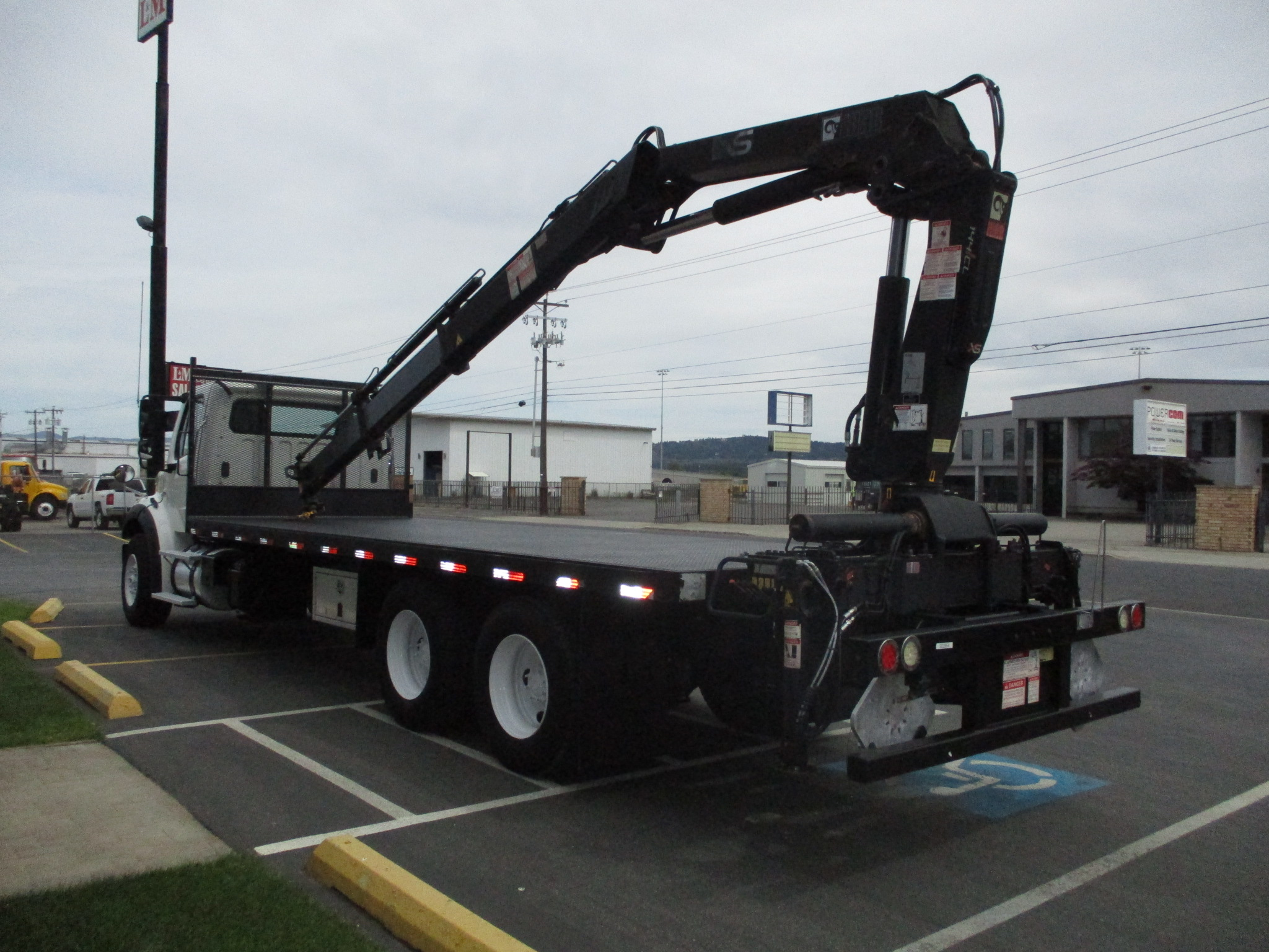 2011 FREIGHTLINER M2-106 5881-REAR-LEFT-SIDE-BOOM-ON-BED-762x456