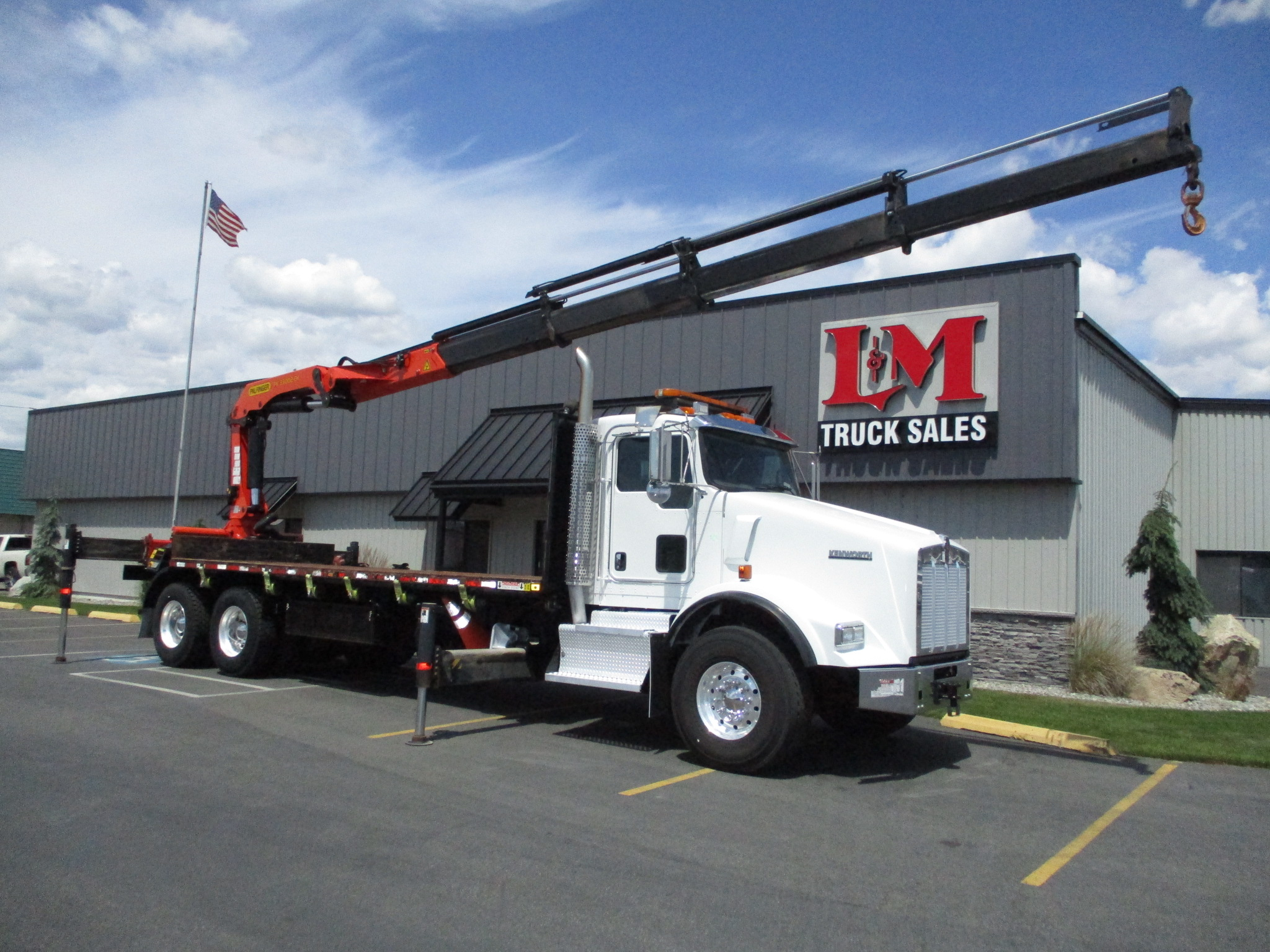 2015 KENWORTH T800 5893-BOOM-EXTENDED-OVER-CAB-762x456