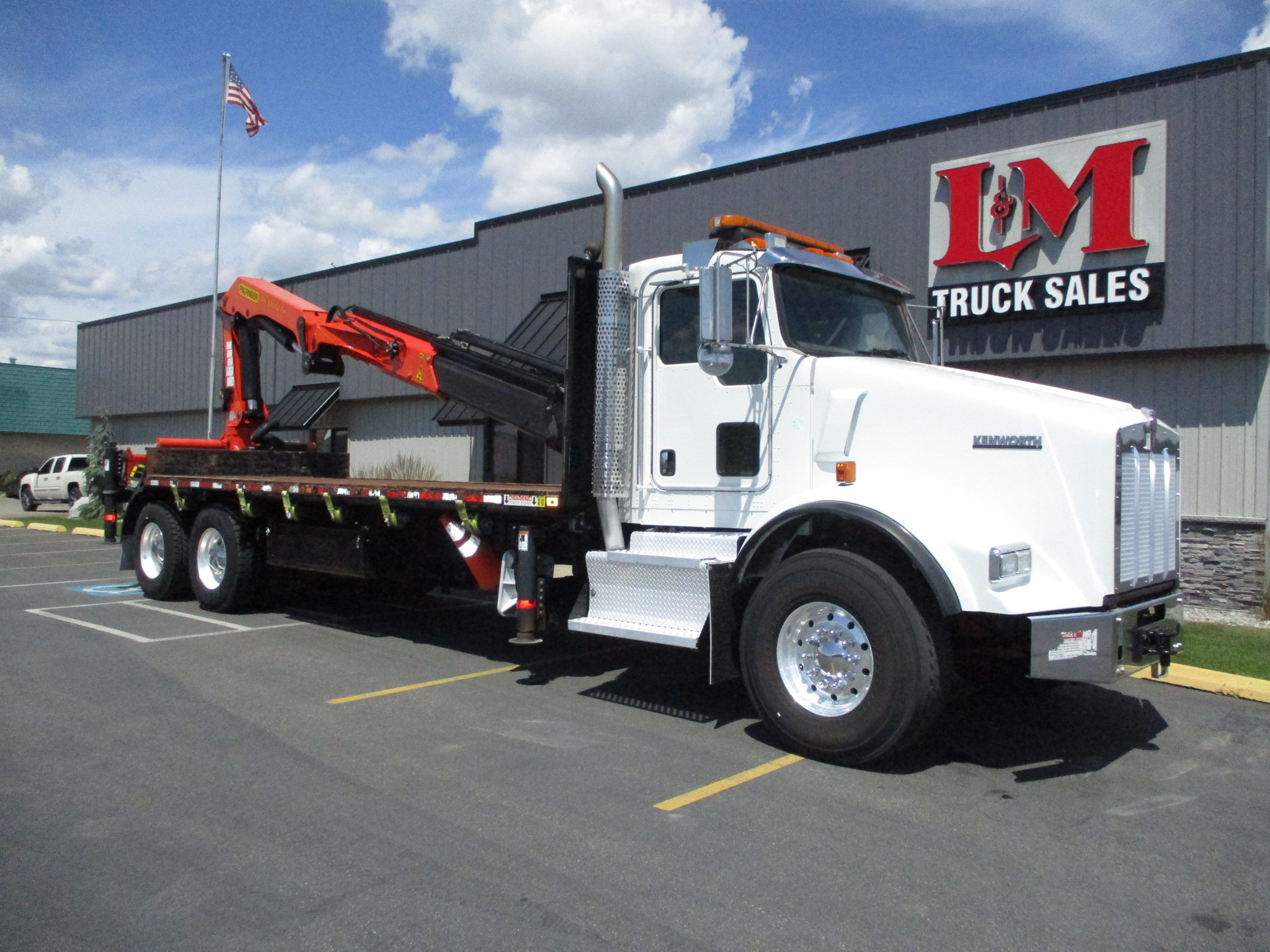 2015 KENWORTH T800 5893-BOOM-ON-BED-762x456