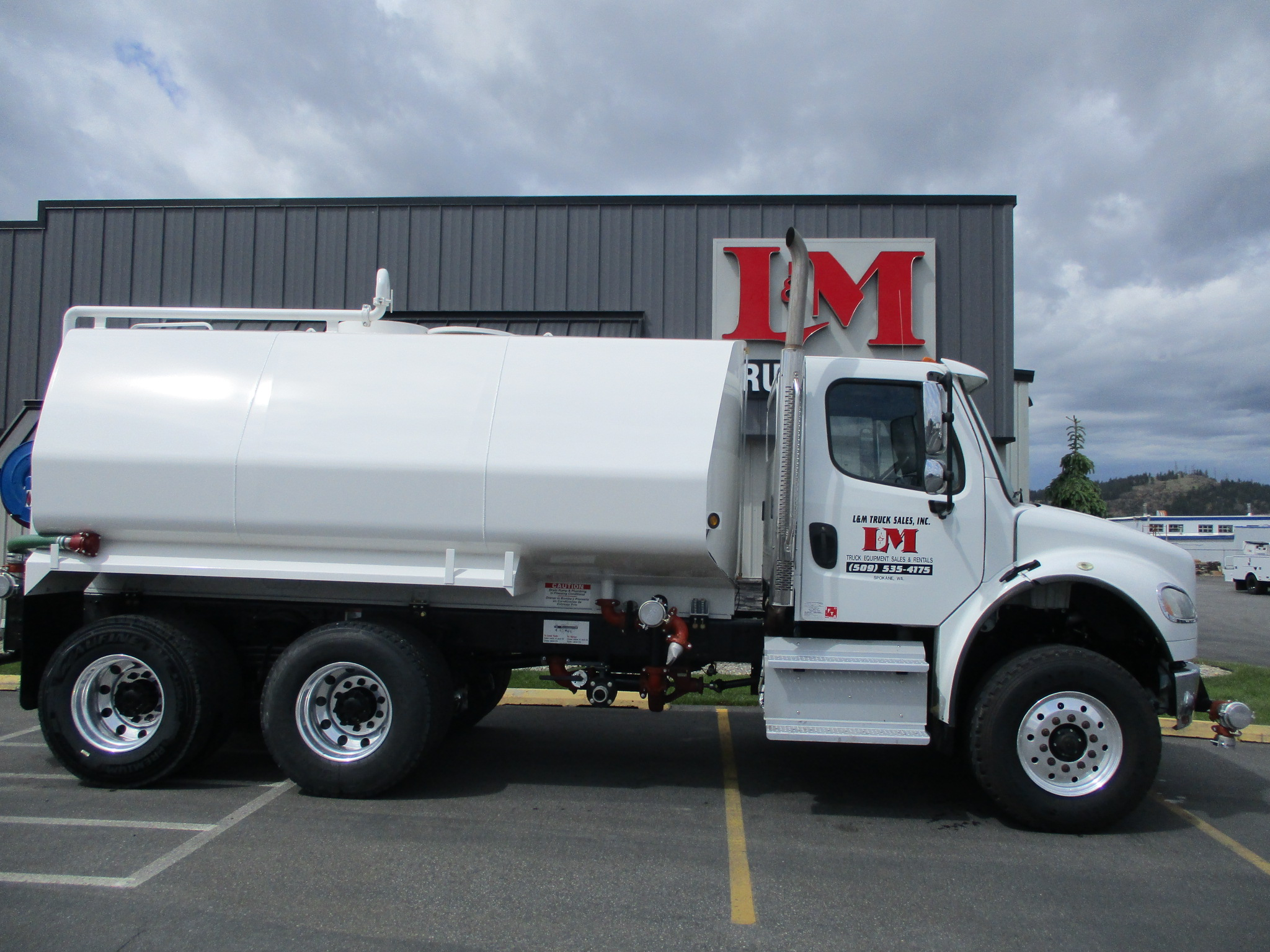 2014 FREIGHTLINER M2-106 6017-SIDE-VIEW-1